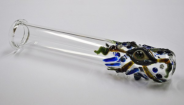 how to keep glass pipes clean